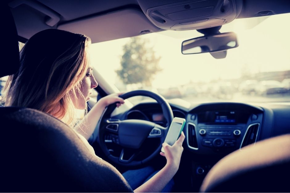 When distracted driving turns into dangerous driving